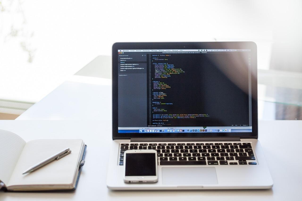 Hiện nay có nhiều ngôn ngữ lập trình khác nhau được ứng dụng