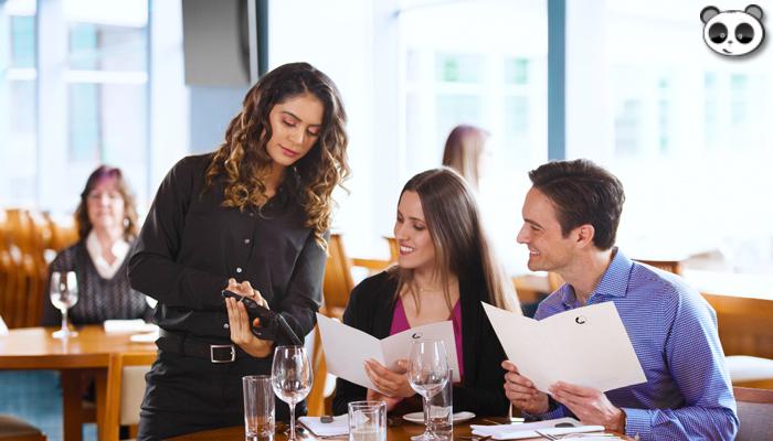 Chú ý khách hàng - Quy tắc không thể thiếu trong quản lý nhà hàng
